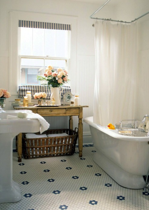 Badderen in stijl een vintage badkamer mia domo for Small cottage style bathroom ideas